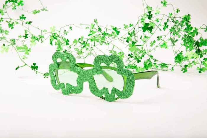 shamrock glasses diy