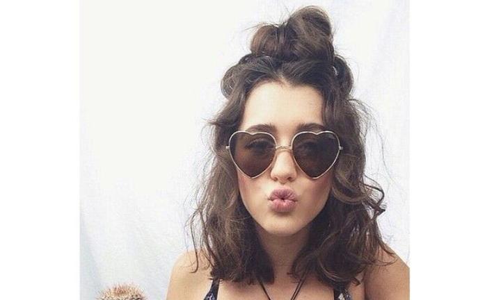medium-wavy-hair-glasses